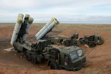 Rusia despliega sistemas de misiles de defensa antiaérea en la Crimea ocupada (Mapa)