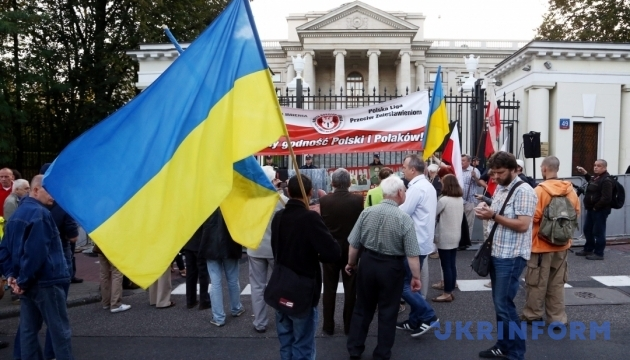 У Гданську провокатори обклеїли храм антиукраїнськими агітками