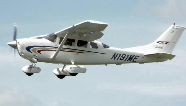У Чернігові літак впав на приватне подвір'я, пілот загинув