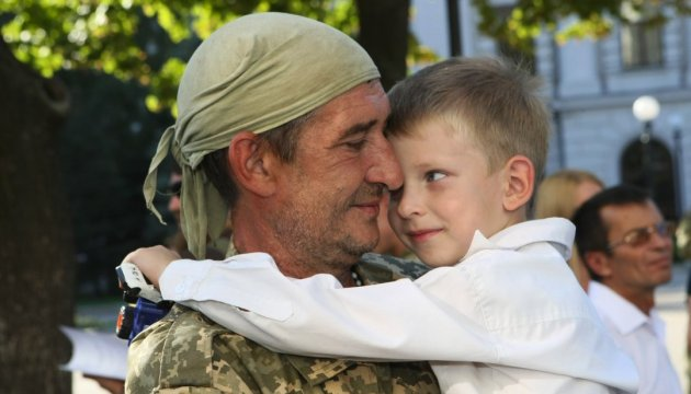 Poroshenko announces new wave of demobilization