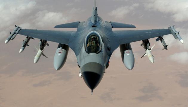 Словакия заменит советские истребители американскими F-16