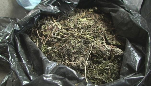 У Колумбії поліція вилучиля 300 кілограмів канабісу у домовині