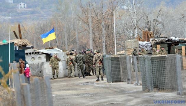 Бойовики продовжують обстрілювати КПВВ у Станиці Луганській