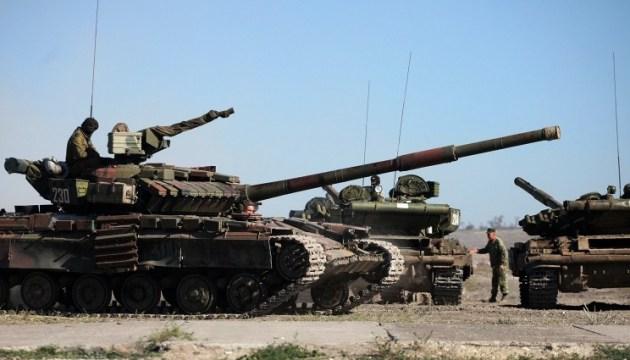 ОБСЄ заявляє про невідведені окупантами десятки танків на Донбасі