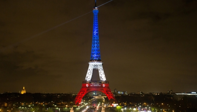 Парижские теракты: полиция ищет еще двух подозреваемых