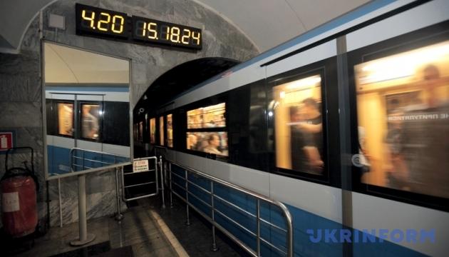 Рух червоною гілкою метро відновили