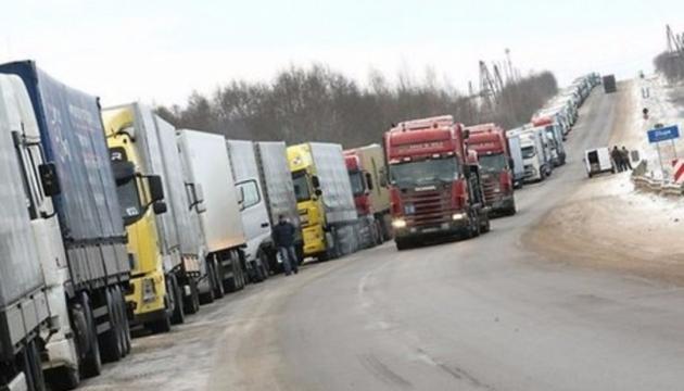 На кордоні з Польщею фури утворили 20-кілометровий затор
