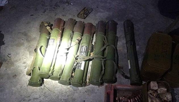 CБУ виявила схованку з боєприпасами у Мар'їнці