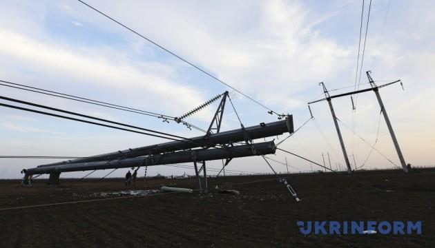 В Україні 380 населених пунктів - без світла через негоду