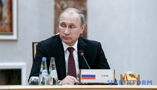 И тут «телефонный справочник» Кремля заговорил