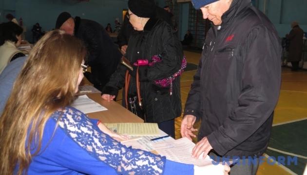 На Миколаївщині виборців без їх відома записують голосувати вдома