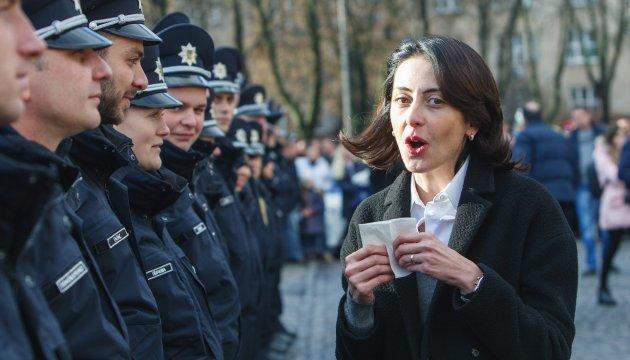 Деканоідзе вручила сертифікати 22 поліцейським-омбудсменам