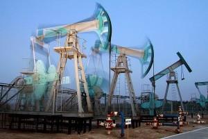 Нефть дешевеет после подъема цен до максимальных уровней