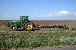 Кабмин принял два постановления о помощи фермерам