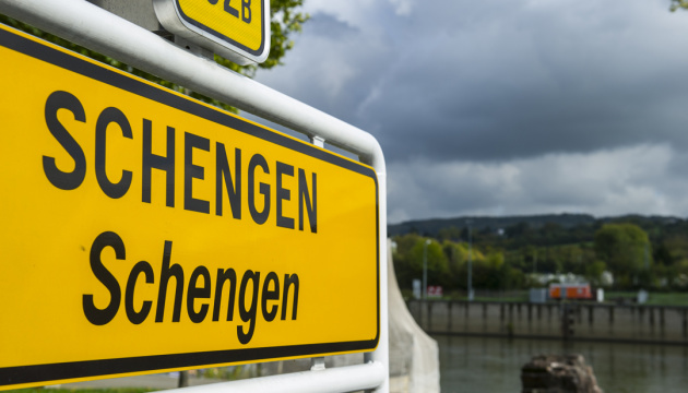 Єврокомісія закликає продовжити заборону на поїздки у Шенгенській зоні
