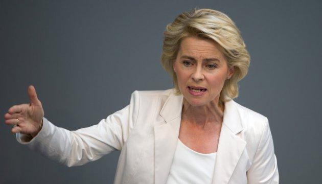 Міністр оборони Німеччини скасувала візит до США через скандал з офіцером