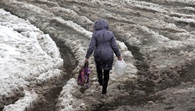 Українцям обіцяють дощ із мокрим снігом