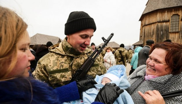 Defense Ministry expects 1,000 more people to sign contracts with Ukraine's army in near future