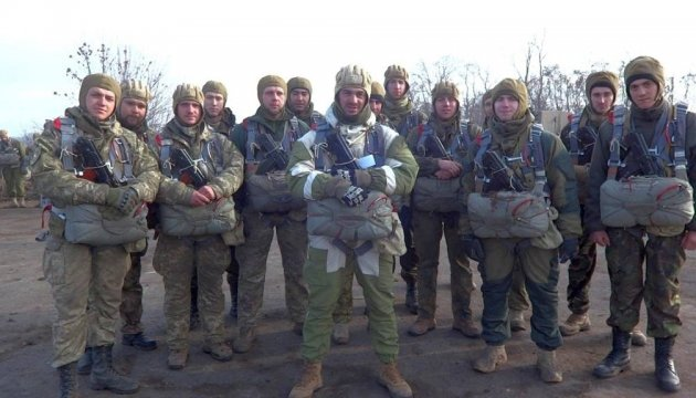 400 Russian paratroopers parachuted over Crimea