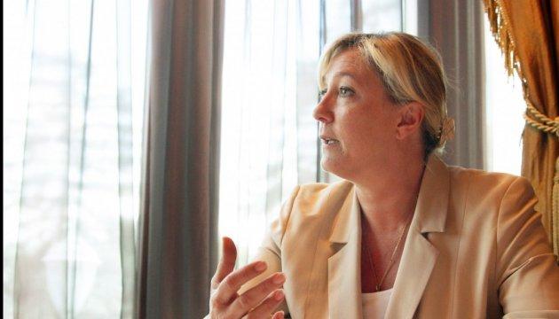 Grâce à ses déclarations, Marine le Pen  rembourse l'argent qu'elle a emprunté à Poutine