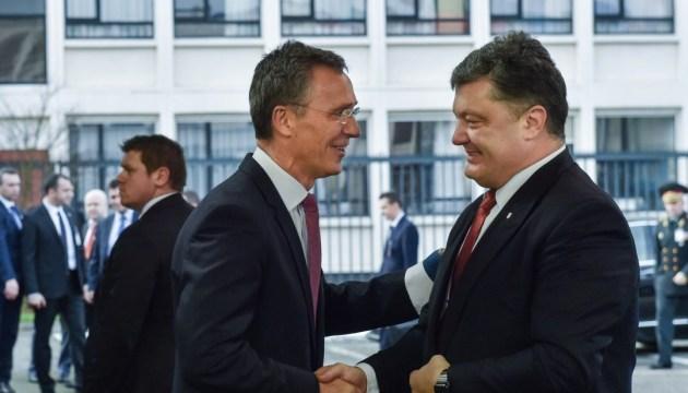 Poroschenko und Stoltenberg besprechen Vorbereitung der Ukraine auf NATO-Gipfel