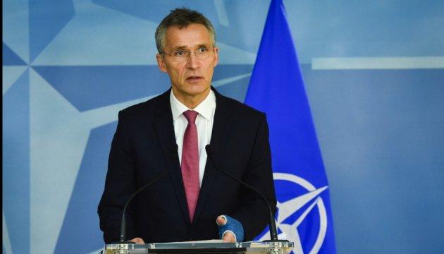 Столтенберг каже, що НАТО має тиснути на РФ, але не опускатися до її рівня