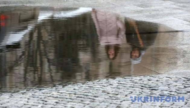 Завтра в Україні сильний вітер, місцями дощ