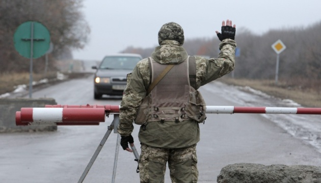 Number of armed Russian soldiers increases significantly at Crimean checkpoints