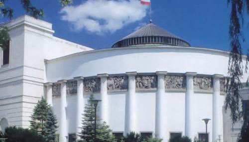 У Польщі засідання Сейму відбудеться на змішаній основі