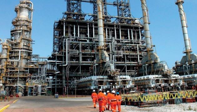 Нефть дешевеет на фоне роста добычи в США и РФ