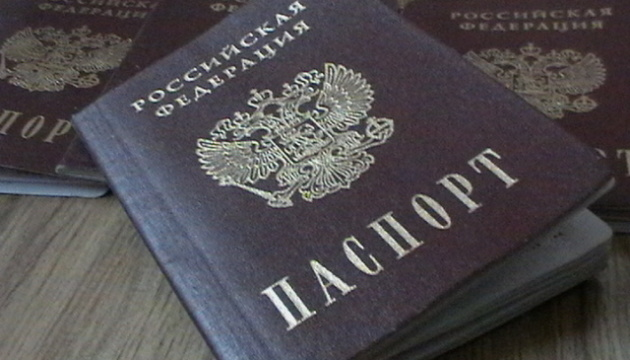 Росія роздала на Донбасі понад 13 тисяч паспортів - Матіос