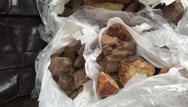 В Украине нелегально добывают до 300 т янтаря в год - Минэкологии