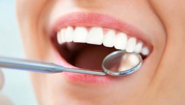 Пломби з біоактивного скла продовжать життя зубів – вчені