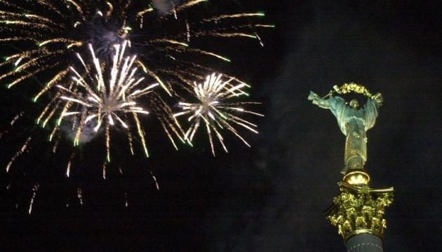 В Киеве начали монтаж новогодней иллюминации