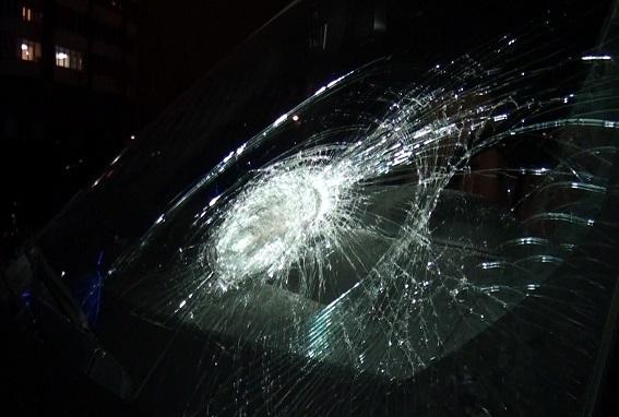 Авто нардепа Сергея Рыбалки, разбитое гирями. Фото полиции