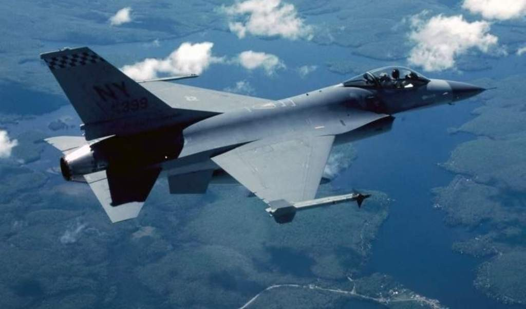 Иракский истребитель F-16. Фото: arms-expo.ru