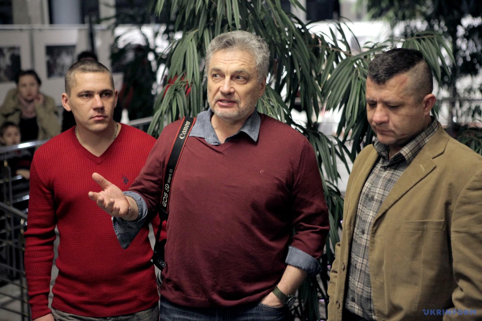Сергій Лойко (у центрі) з двома
