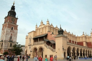 Польща послаблює карантин з випередженням