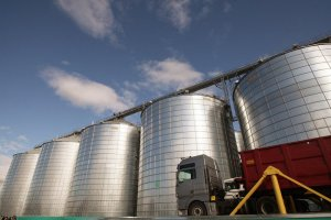 Нафта дешевшає на тлі занепокоєння про подальший попит на паливо