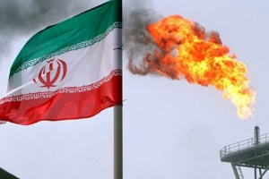 Макрон переконує Трампа дозволити Ірану торгувати нафтою