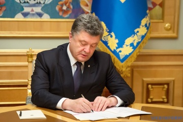 Poroshenko signs decrees on reassigning 22 judges from Donetsk and Luhansk regions