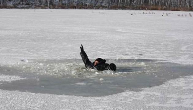 Рятувальники закликають не виходити на лід – за місяць загинули 23 людини