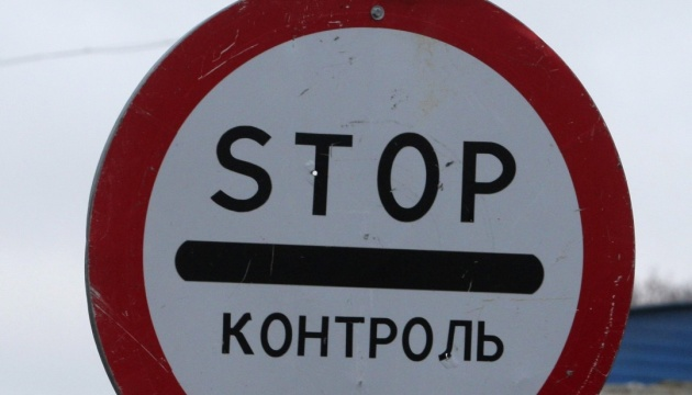 SBU chief inspects checkpoints near Crimea