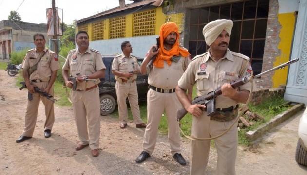 В Индии подорвали полицейское авто, восемь погибших
