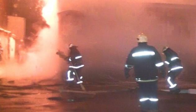 У Харкові горіли два будинки й гаражі