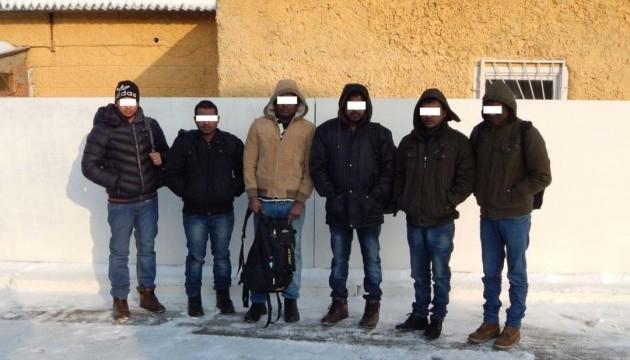 Прикордонники затримали вісім нелегалів