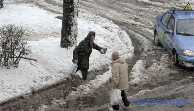 На середу синоптики прогнозують мокрий сніг та ожеледицю
