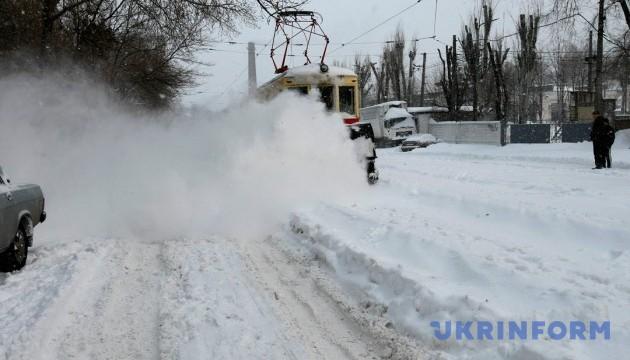 У Києві збільшать кількість бригад з очищення сходів, зупинок і тротуарів
