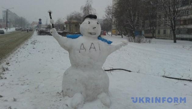 У Харкові з'явився даїшник-сніговик