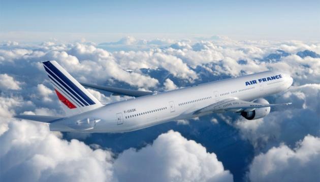 У Парижі шоковані: Air France приземлився з трупом у шасі